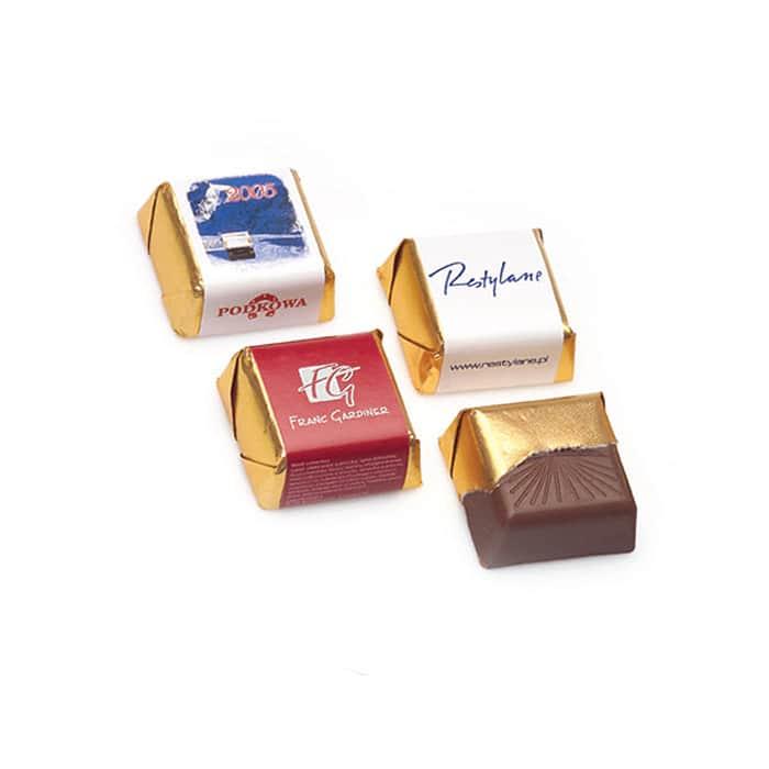 Töltött reklám csokoládé, cég logós praliné, kocka csoki